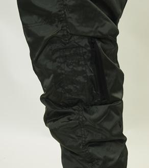 左足ファスナー付きポケット