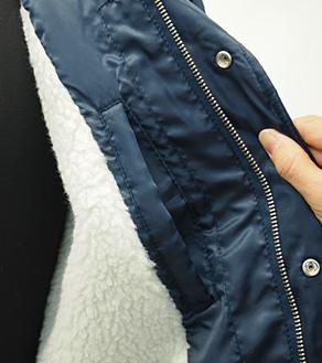 内側のポケットと裏ボアの素材