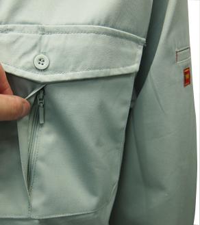 左胸ペンさし・ファスナー付ポケット