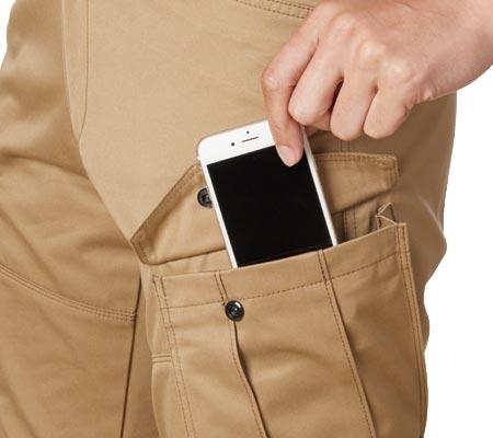 左:スマートフォン収納ポケット