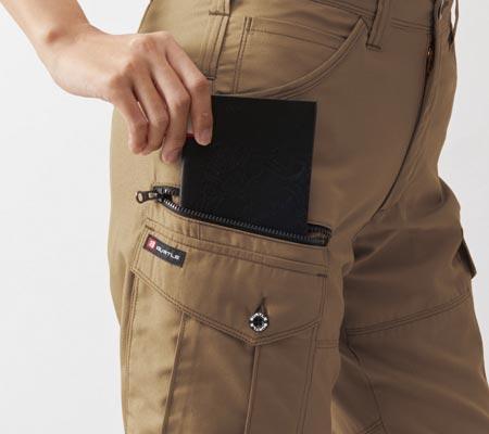 右:長財布レベルブック収納ポケット