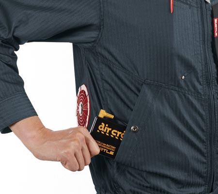 バッテリー収納ポケット(右・ドットボタン止め)