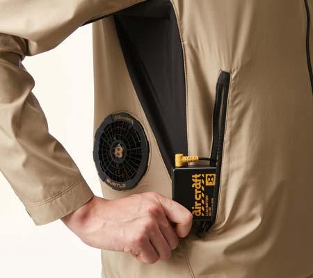 バッテリー収納ポケット(右:ファスナー止め)