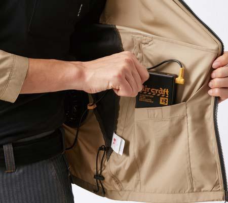内バッテリーポケット(左:ドットボタン止め)/ウエストドローコード