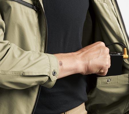 内バッテリーポケット(左・ドットボタン止め)