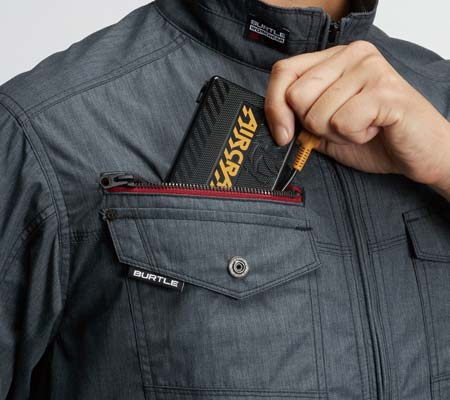 バッテリー収納ポケット(右胸ファスナー止め・コードホール付き)
