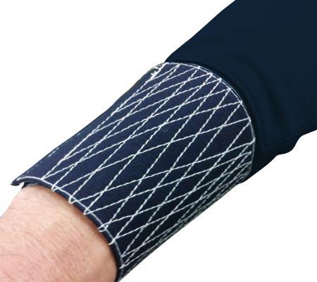 手甲が巻ける長めの袖リブ仕上げ