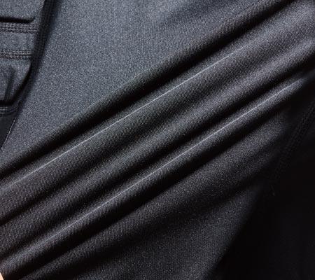 伸縮性に優れ動きやすいフリーストレッチ素材