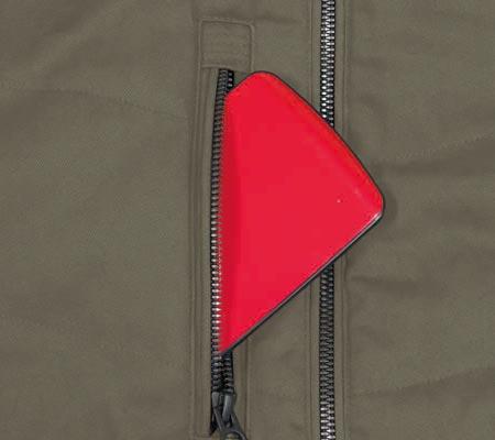 右胸ファスナー付きポケット