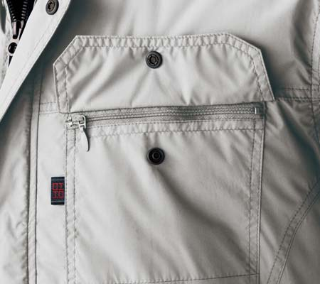 左胸ファスナー付ポケット