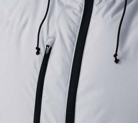 右胸ファスナー付ポケット